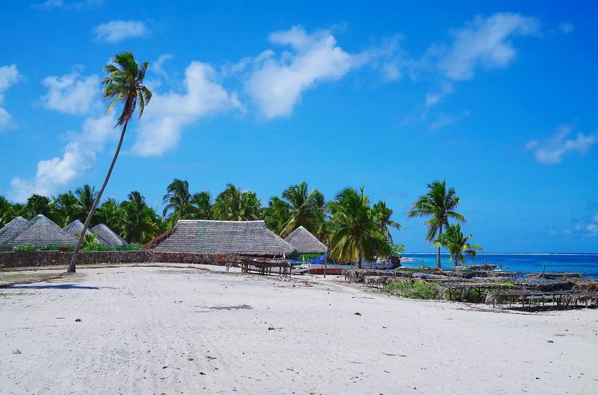 https: img-k.okeinfo.net content 2018 01 09 406 1842361 keindahan-pantai-nemberala-yang-air-lautnya-dipakai-presiden-jokowi-untuk-basuh-wajahnya-lErnQLOMGe.jpg