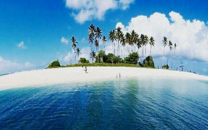 https: img-k.okeinfo.net content 2018 01 10 406 1843070 kecantikan-pulau-manimbora-misteri-tumpukan-tulang-belulang-manusia-q74CN29MlY.jpg