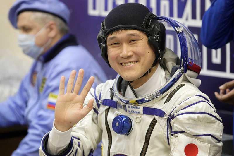 https: img-k.okeinfo.net content 2018 01 10 481 1842872 tinggi-badan-bertambah-astronot-asal-jepang-tidak-khawatir-lakukan-perjalanan-luar-angkasa-lagi-n6lngn7YrM.jpg