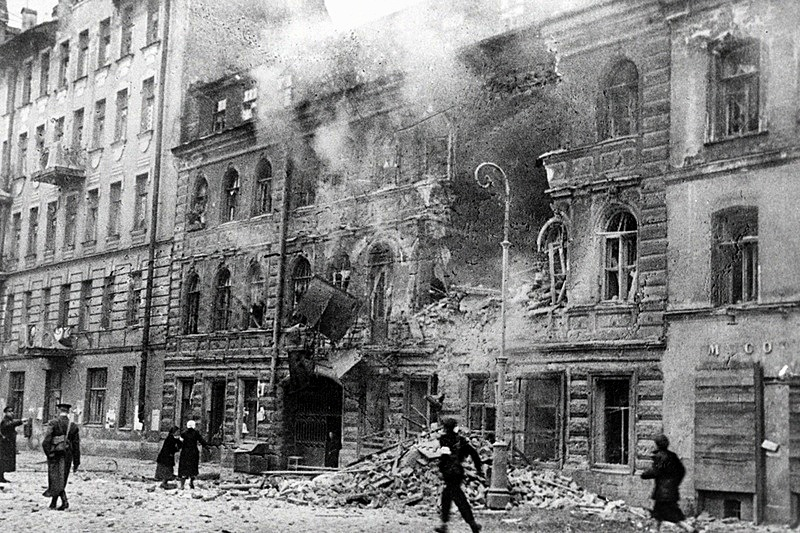 https: img-k.okeinfo.net content 2018 01 11 18 1843686 lebih-dari-setahun-dikepung-tentara-uni-soviet-terobos-kepungan-pasukan-nazi-di-leningrad-n22dMSAeI1.jpg