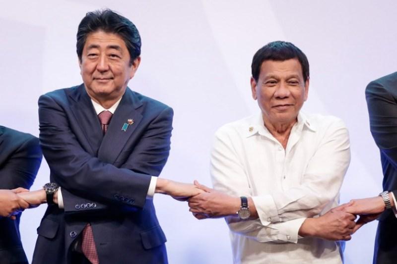 https: img-k.okeinfo.net content 2018 01 11 18 1843742 jepang-protes-patung-wanita-penghibur-presiden-filipina-angkat-tangan-ilvbcc7weu.jpg