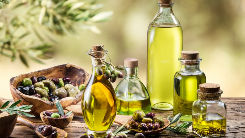 https: img-k.okeinfo.net content 2018 01 11 298 1843417 olive-oil-disebut-baik-dikonsumsi-setiap-pagi-apa-saja-manfaatnya-Ke8lWSg1Es.jpg