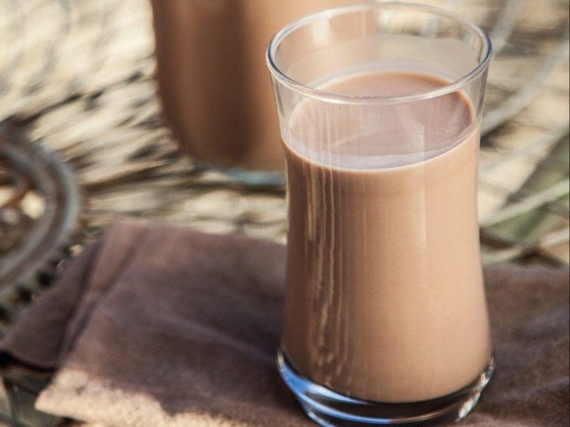 https: img-k.okeinfo.net content 2018 01 11 298 1843487 dampak-buruk-minum-susu-cokelat-terlalu-banyak-yCnZSDPU0x.jpg