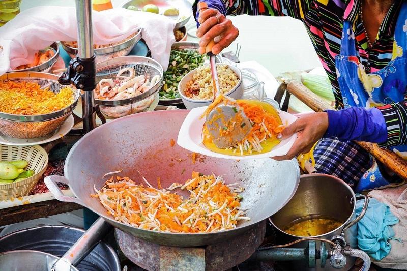 https: img-k.okeinfo.net content 2018 01 11 298 1843719 pemilik-street-food-asal-thailand-ingin-kembalikan-bintang-michelin-ada-apa-8SW4gaFS8g.jpg