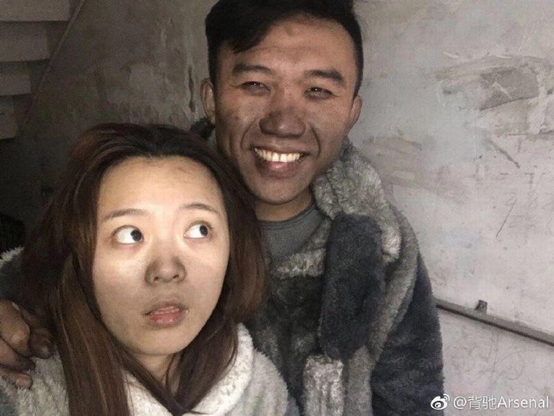 https: img-k.okeinfo.net content 2018 01 12 18 1843979 rumah-nyaris-terbakar-habis-pasangan-suami-istri-tak-menangis-dan-justru-selfie-JYCBHM6Ywv.jpg