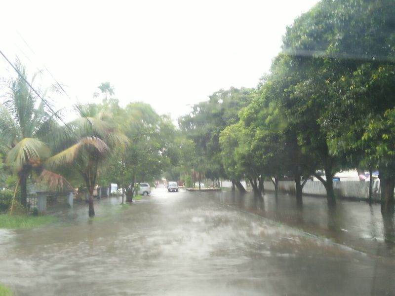 https: img-k.okeinfo.net content 2018 01 12 340 1843936 diguyur-hujan-sejumlah-jalan-di-pontianak-banjir-tikwQMMRfg.jpg