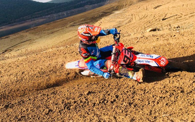 https: img-k.okeinfo.net content 2018 01 12 38 1844192 marquez-kembali-pacu-motocross-miliknya-bersama-sang-adik-HgTrsRsQPa.jpg