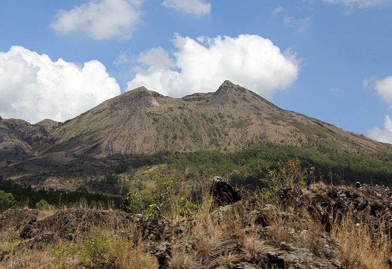 https: img-k.okeinfo.net content 2018 01 12 406 1844051 nikmati-pemandangan-kota-baja-dari-puncak-gunung-batur-banten-ehkwUajruc.jpg