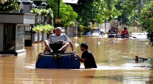 https: img-k.okeinfo.net content 2018 01 14 340 1844745 60-rumah-warga-sijang-kalbar-terendam-banjir-oPOtP0NhKT.jpg