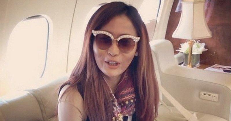 ibu satu anak itu mengaku khilaf menyewa jet pribadi karena mengambil dua job di hari yang sama.
