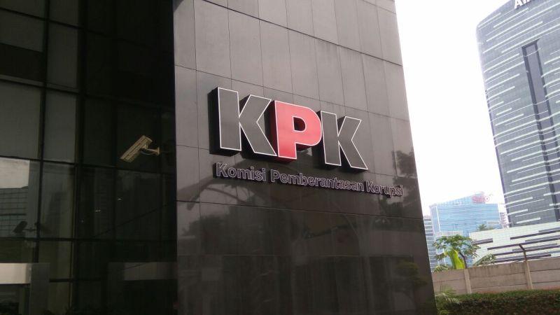 https: img-k.okeinfo.net content 2018 01 15 337 1845396 kpk-periksa-lis-sugianto-terkait-pembelian-rumah-emirsyah-satar-InNb676Rpj.jpg
