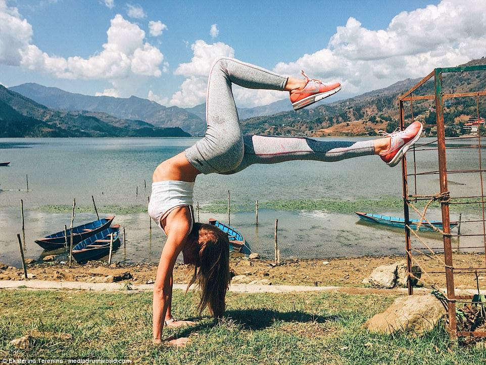 https: img-k.okeinfo.net content 2018 01 15 481 1844920 beralih-jadi-pengajar-yoga-dan-traveler-wanita-seksi-dapatkan-pengalaman-berharga-8klUtLiAiA.jpg