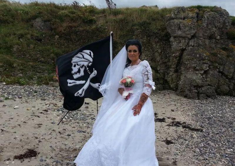 https: img-k.okeinfo.net content 2018 01 16 18 1846003 perempuan-irlandia-utara-menikah-dengan-hantu-bajak-laut-akibat-kerap-patah-hati-W1CaKJNY9L.jpg