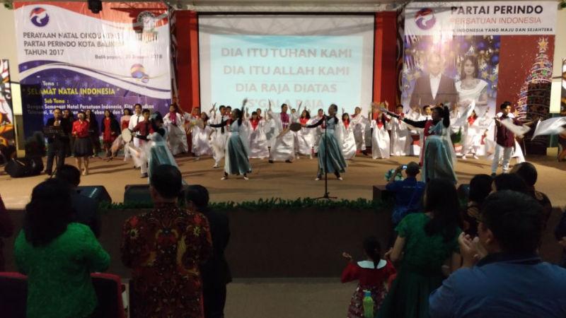 https: img-k.okeinfo.net content 2018 01 21 340 1848065 perayaan-natal-bersama-perindo-balikpapan-rekatkan-persatuan-indonesia-7p4f8ZRf6u.jpg