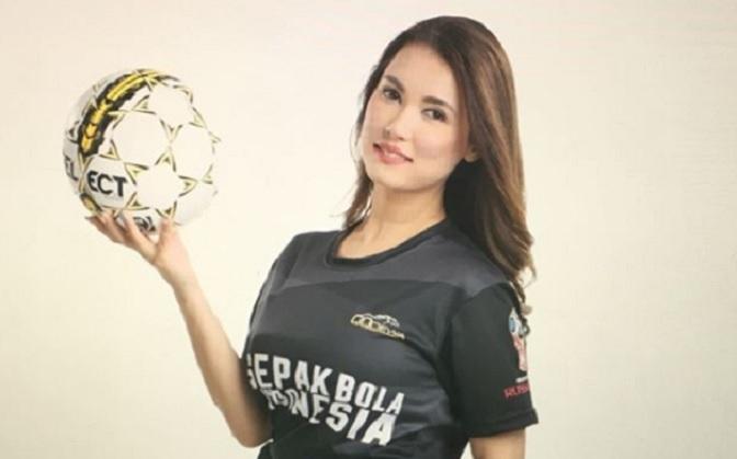 https: img-k.okeinfo.net content 2018 01 26 207 1850680 miyabi-pakai-jersey-timnas-indonesia-netizen-sungguh-cinta-indonesia-uV6yHVCA8F.jpg