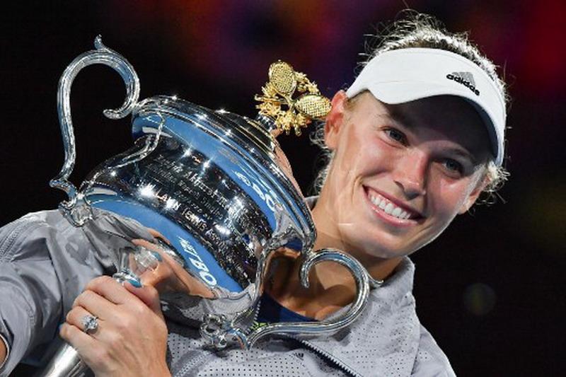https: img-k.okeinfo.net content 2018 01 28 40 1851231 wozniacki-emosional-rebut-gelar-grand-slam-perdana-di-australia-open-2018-0GPPm3oGaK.jpg