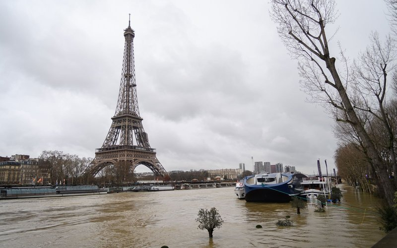 https: img-k.okeinfo.net content 2018 01 30 406 1852375 banjir-di-paris-bikin-museum-louvre-tutup-dan-muncul-banyak-tikus-Hm5Hd09CXV.jpg