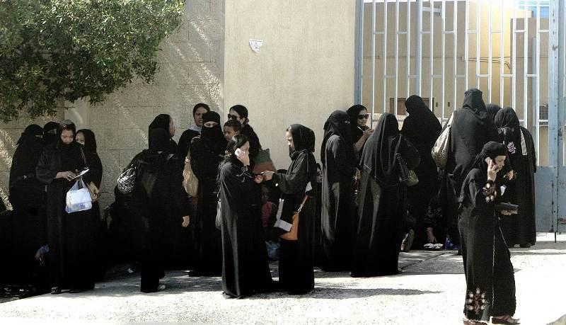 https: img-k.okeinfo.net content 2018 02 01 18 1853400 107-ribu-perempuan-saudi-serbu-lowongan-kerja-di-dirjen-paspor-aLVyB4g9Gm.jpg