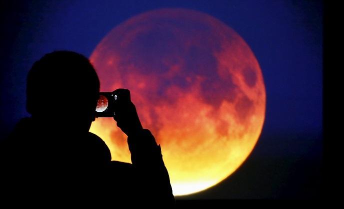 https: img-k.okeinfo.net content 2018 02 01 56 1853066 4-potret-terbaik-gerhana-super-blue-blood-moon-dari-berbagai-negara-ZgfUbNFY4c.jpg
