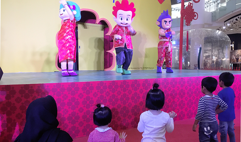 https: img-k.okeinfo.net content 2018 02 03 598 1854392 meet-greet-animasi-kiko-ajak-si-kecil-menari-bareng-sIHEKjfMxt.jpg