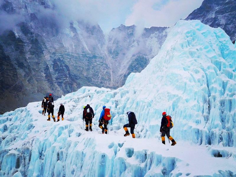 https: img-k.okeinfo.net content 2018 02 07 406 1856189 kisah-mantan-fotografer-indonesia-mendaki-gunung-everest-bertahan-hidup-melawan-suhu-minus-20-derajat-celsius-WZIioAp7xQ.jpg