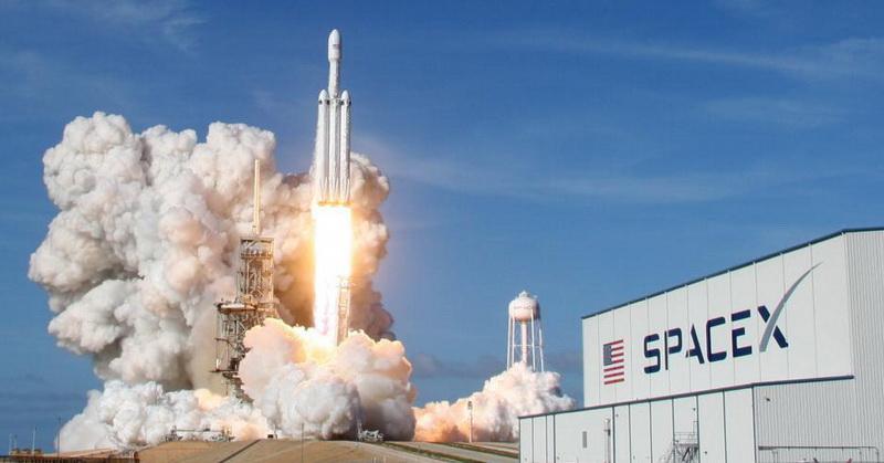 https: img-k.okeinfo.net content 2018 02 07 56 1855964 meluncur-ke-mars-spacex-klaim-roket-falcon-heavy-paling-kuat-di-dunia-kdte3jR2uq.jpg