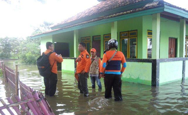 https: img-k.okeinfo.net content 2018 02 08 338 1856541 sudah-4-hari-banjir-rendam-sejumlah-kecamatan-di-kabupaten-bekasi-iJXHewd04Y.jpg