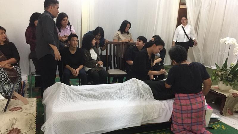 https: img-k.okeinfo.net content 2018 02 10 33 1857568 jenazah-advent-bangun-dimakamkan-besok-PoBP3d4HIp.jpg
