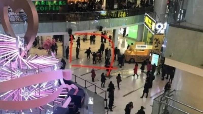 https: img-k.okeinfo.net content 2018 02 11 18 1857984 serangan-pisau-di-pusat-perbelanjaan-china-1-orang-tewas-mHkCcLLtHi.jpg