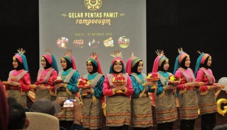 https: img-k.okeinfo.net content 2018 02 12 65 1858429 ukm-rampoe-ugm-wakili-indonesia-di-2018-taiwan-lantern-festival-78UQcsxT7D.jpg