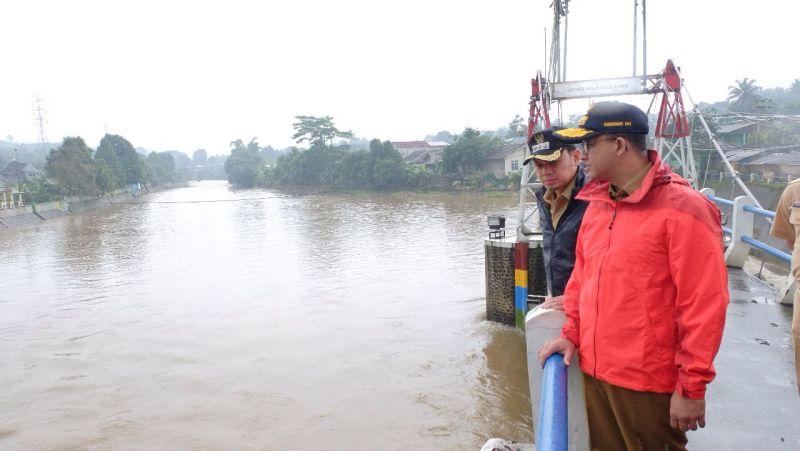 https: img-k.okeinfo.net content 2018 02 13 338 1858664 ini-komitmen-anies-baswedan-bima-arya-tanggulangi-banjir-jakarta-hgWfCrE2Rk.jpg