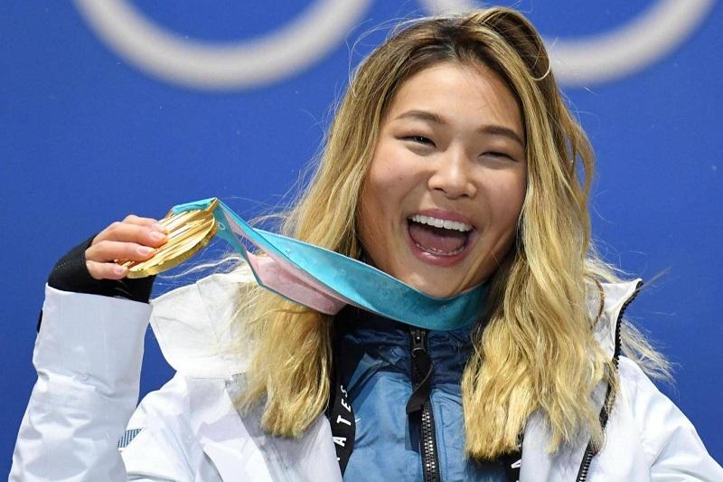 https: img-k.okeinfo.net content 2018 02 15 194 1860192 atlet-wanita-ini-tahan-tangis-saat-raih-medali-emas-alasannya-demi-eyeliner-cIThBYKkPu.jpg