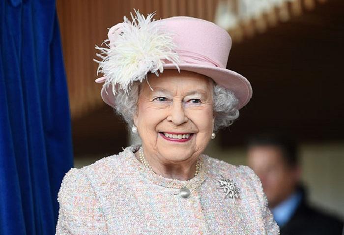 https: img-k.okeinfo.net content 2018 02 15 196 1860170 ratu-elizabeth-ii-larang-penggunaan-plastik-di-lingkungan-kerajaan-inggris-otj1tAE02k.jpg