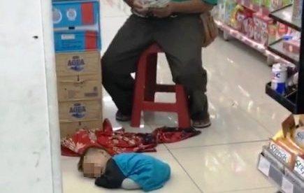 https: img-k.okeinfo.net content 2018 02 15 338 1860322 alasan-si-suling-ajak-anak-kandungnya-ngamen-hingga-tergeletak-lemas-FuBveDUU8M.JPG
