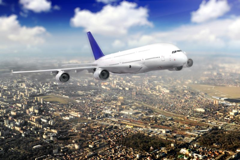 https: img-k.okeinfo.net content 2018 02 15 406 1860311 kunjugngan-wisatawan-meningkat-jumlah-maskapai-penerbangan-yang-buka-rute-jakarta-banyuwangi-bertambah-yC8btiC70T.jpg