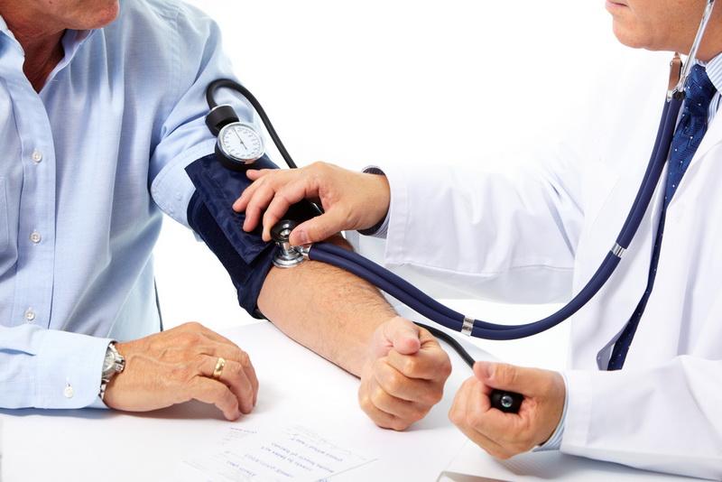 https: img-k.okeinfo.net content 2018 02 15 481 1859840 lebih-berbahaya-mana-tekanan-darah-tinggi-atau-darah-rendah-Eyyhq8ZGsR.jpg
