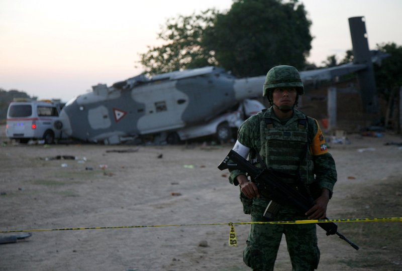 https: img-k.okeinfo.net content 2018 02 18 18 1861043 helikopter-militer-meksiko-jatuh-saat-tinjau-gempa-13-orang-tewas-NpeAUoL691.JPG