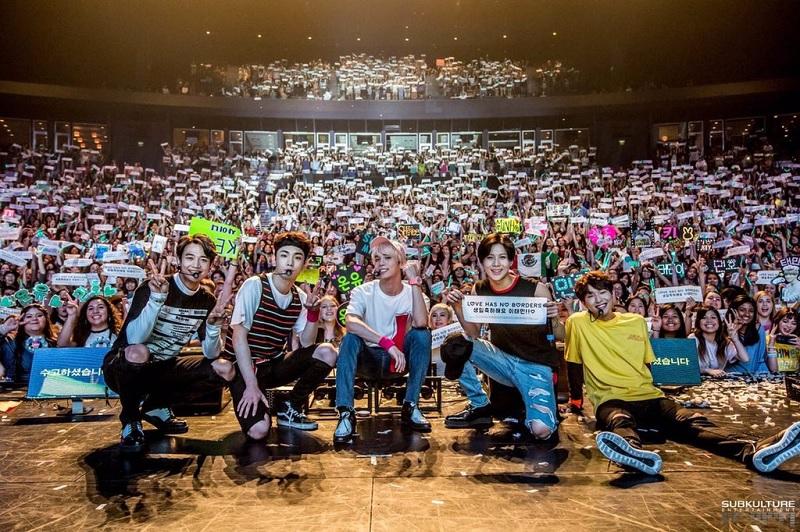 https: img-k.okeinfo.net content 2018 02 18 33 1860971 viral-foto-penampakan-jonghyun-di-konser-shinee-ini-penjelasannya-JOnXCDM8UU.jpg