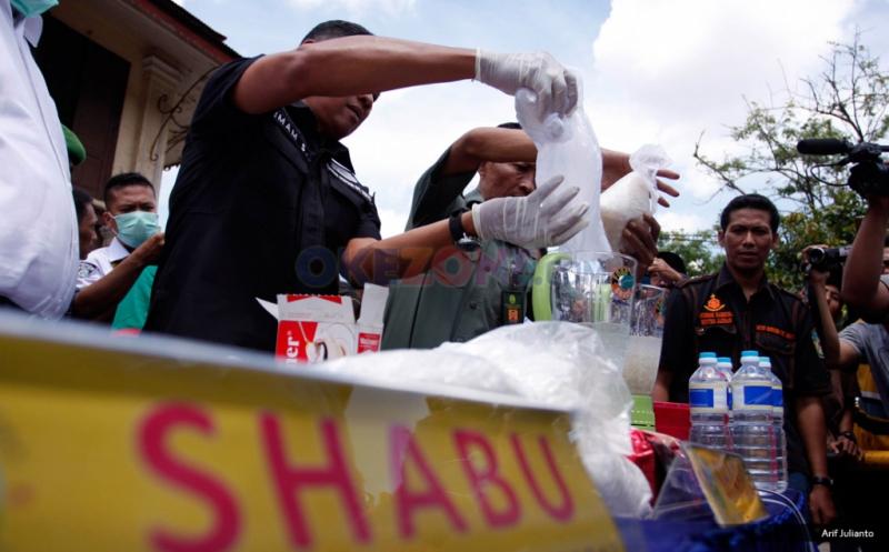 https: img-k.okeinfo.net content 2018 02 19 340 1861455 marak-peredaran-narkoba-bnn-harus-segera-dibentuk-di-perbatasan-sambas-malaysia-BzHfbZVxR5.jpg
