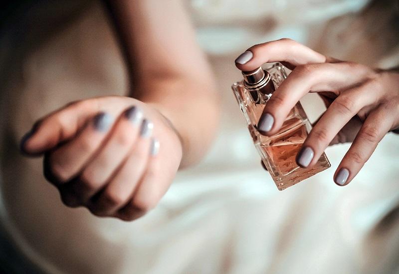 https: img-k.okeinfo.net content 2018 02 21 194 1862887 ahli-parfum-ungkap-bagian-tubuh-paling-tepat-untuk-menyemprotkan-parfum-EU2mMTfBeA.jpg