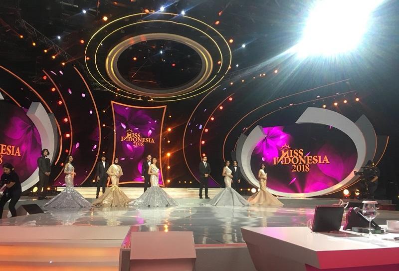 https: img-k.okeinfo.net content 2018 02 23 194 1863484 5-besar-finalis-miss-indonesia-2018-tampil-cantik-dengan-gaun-mermaid-diiringi-5-aktor-tampan-zY5QRetfmr.jpg