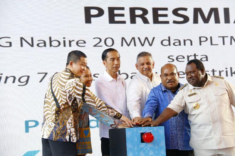 https: img-k.okeinfo.net content 2018 02 23 320 1863603 presiden-jokowi-percepat-pembangunan-berkesinambungan-di-papua-Thz6R7zj3r.jpg