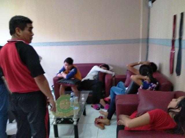 Viral di Medsos, 12 Pelaku Prostitusi Online via Aplikasi Chat Ditangkap