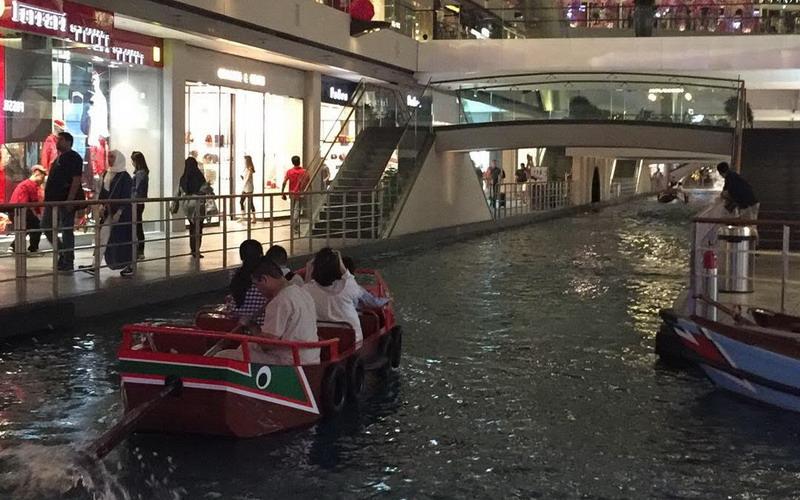 https: img-k.okeinfo.net content 2018 02 26 406 1864690 tak-perlu-ke-venesia-untuk-naik-gondola-cukup-kunjungi-singapura-saja-sih5pLIxbU.jpg
