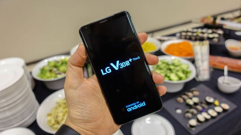 https: img-k.okeinfo.net content 2018 02 26 57 1864960 debut-lg-v30sthinq-smartphone-dengan-teknologi-ai-B4YybMLin7.jpg