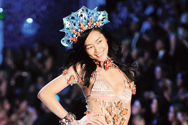 Sebagai model berkebangsaan Asia, Liu Wen boleh berbangga hati disejajarkan dengan model-model papan atas,