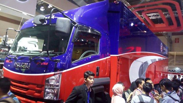 https: img-k.okeinfo.net content 2018 03 01 15 1866603 ini-dia-new-isuzu-giga-truk-dengan-kabin-belakang-hampir-10-meter-4tVLztjOx4.jpg