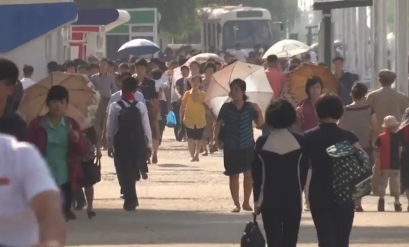 https: img-k.okeinfo.net content 2018 03 04 18 1867791 rokok-kunci-terbitnya-izin-bepergian-warga-korea-utara-TnWCGUqD6F.jpg