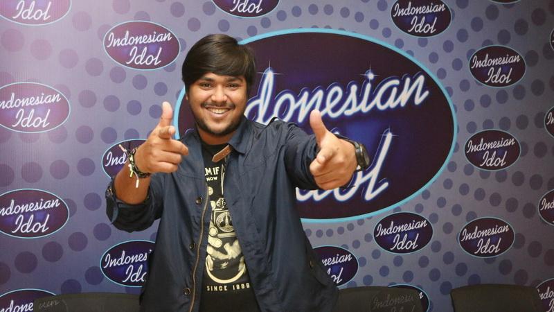 https: img-k.okeinfo.net content 2018 03 05 598 1868246 mengenang-abdul-nangis-di-panggung-top-8-indonesian-idol-karena-ayah-51tirlFWnb.jpg