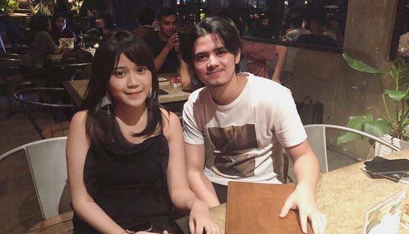 https: img-k.okeinfo.net content 2018 03 07 598 1869045 tereliminasi-dari-indonesian-idol-bianca-jodie-unggah-foto-bersama-aliando-sH5PmB3uM8.jpg